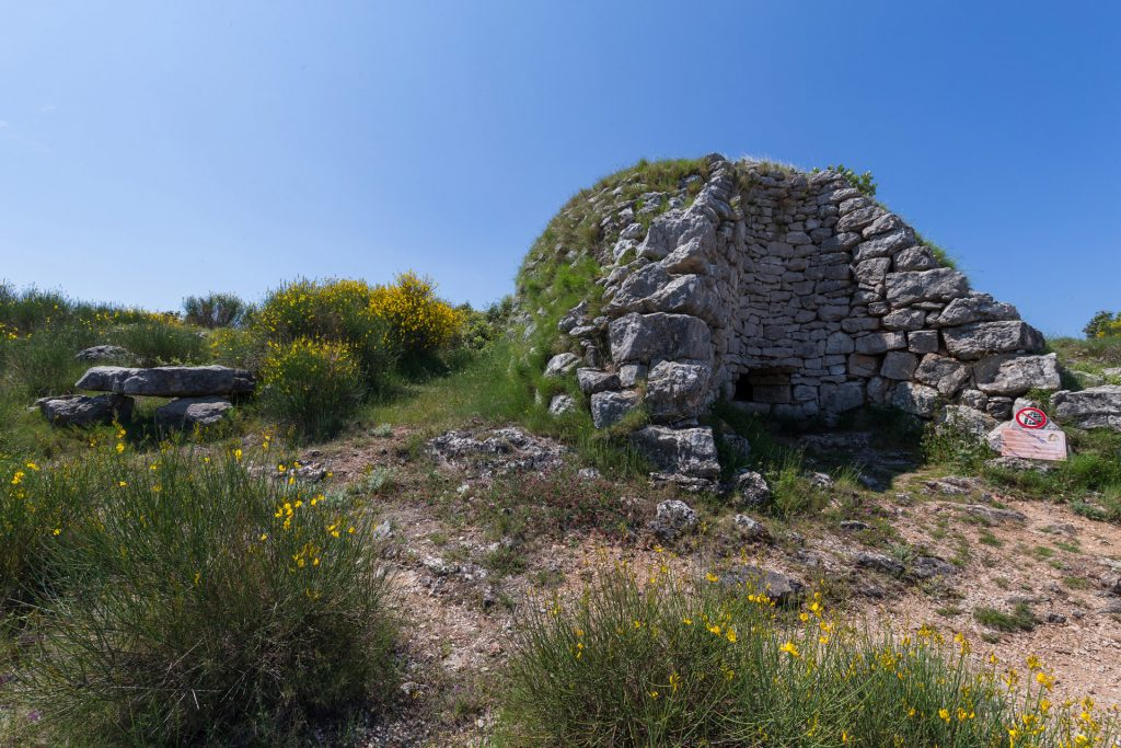 Lime kilns were structures in which limestone was heated to a high temperature to produce quicklime. As the pictures show a particularly well preserved example of a lime kiln can be seen on a big slope nearby the Stari Grad.