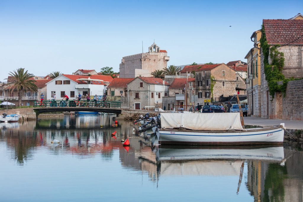 Vrboska is only about 4 kilometers west of Jelsa, and 6 kilometers east of Stari Grad town, and very near Stari Grad Plain which is a UNESCO World Heritage Site.